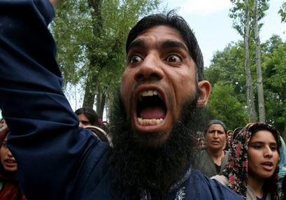 capt_bb53b30e82e34d6b87ae51d853725e46_india_kashmir_protest_rmx105.jpg
